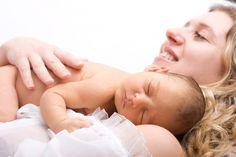 Dziecko na rękach rodziców: http://goo.gl/Gnzohb  #noszenienarekach #dzieckonarekach