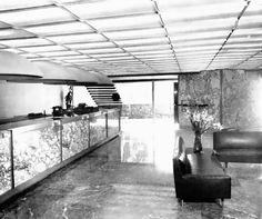 Vista interior, Sucursal del Banco Continental S.A., Florencia 12, Col. Juárez, Cuauhtémoc, Ciudad de México 1960 (destruido)  Arq. Pablo Funtanet Martí  Foto. León -   Interior view, Branch of Banco Continental S.A. building, Florencia 12,  Zona Rosa, Cuahtemoc, Mexico City 1960 (destroyed)