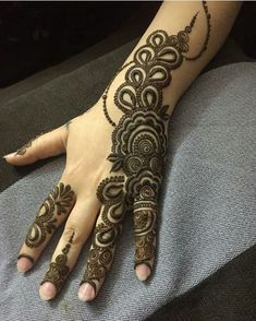 Many stylish Mehndi Design that will captivate your heart and mind. Come on, celebrate the beauty of Mehndi Design Palm Desert - lace netted, peacocks, Khafif Mehndi Design, Mehndi Designs Book, Back Hand Mehndi Designs, Mehndi Designs For Girls, Mehndi Designs 2018, Stylish Mehndi Designs, Mehndi Designs For Fingers, Henna Tattoo Designs, Mehandi Designs