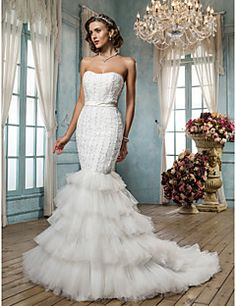 Fit and Flare Strapless Court Train Tulle And Satin Wedding Dress. Grab unbeatable discounts up to 70% Off at Light in the box using Coupons.