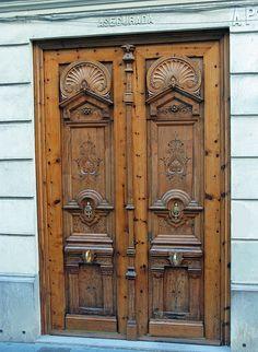 Pieces of Valencia – Door Types Interior Exterior, Exterior Doors, Medieval Door, Building A Door, Window Detail, Wooden Door Design, Cool Doors, Garden Doors, Unique Architecture