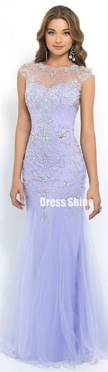 On dirait une robe de princesse des glasse ou d'une patineuse artistique ^.^