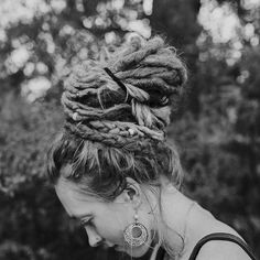 Photo by ❀ Linda | Dread Shop on March 07, 2021. May be a black-and-white image of one or more people, braids and outdoors. #Regram via @CMKCxm4nccV Blonde Dreadlocks, Long Dreads, Natural Dreads, Dreads Girl, Locs, Dreadlock Beads, Dread Beads, Dreadlock Hairstyles, Messy Hairstyles