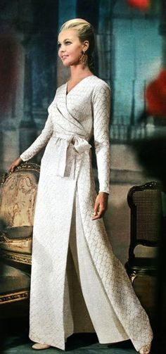 Definitely on my to do list 1968 - Yves Saint Laurent ensemble, Jours de France August 1968 60s And 70s Fashion, Retro Fashion, Love Fashion, Vintage Fashion, Yves Saint Laurent, White Fashion, Colorful Fashion, Vintage Dresses, Vintage Outfits
