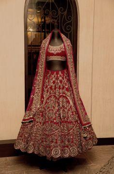 (Desi Bridal Shaadi Indian Pakistani Wedding Mehndi Walima Lehenga / #desibridal…