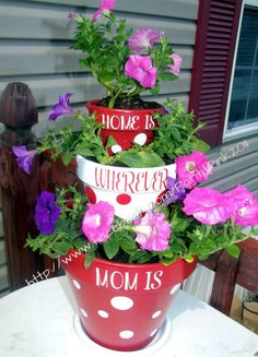 Tiered flower pots - CUTE for Mother's Day. I like this. Gift for sure.