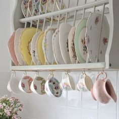 8 Stunning Tips: Shabby Chic Bedroom Pink shabby chic bedroom pink.Shabby Chic Kitchen On A Budget shabby chic design vintage decor. Decor, Chic Furniture, Vintage Kitchen Decor, Chic Kitchen, Vintage Home Decor, Vintage Kitchen, Country Kitchen Decor, Retro Home, Shabby Chic Kitchen