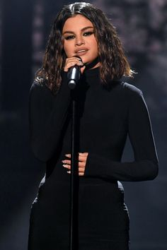 """Selena Gomez marked her first live television performance in two years by singing new songs """"Look At Her Now"""" and """"Lose You to Love Me"""" at the 2019 AMAs Selena Gomez Live, Selena Gomez 2019, Selena Gomez Music, Selena Gomez Photos, Selena Gomez Style, Selena Pictures, Boyfriend Justin, Selena Gomez Boyfriend, Divas"""