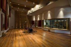 WSDG - Diante do Trono Music Studio Room, Home Studio, Music Rooms, Studio Build, Workshop Studio, Studio Layout, Studio Design, Rehearsal Room, Acoustic Design