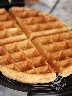 waffles nutella Impasto per Waffels Dough Waffles - Impariamo a preparare l No Cook Desserts, Vegan Desserts, Dessert Recipes, Sweet Recipes, Real Food Recipes, Yummy Food, Tastemade Recipes, Bubble Waffle, Coconut Flour Recipes