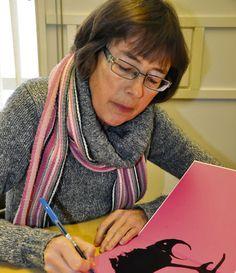 Kristina Stenstrand sairastui suolistosyöpään ja hänen kirjansa käsittelee  mm. taideterapiaa ja taiteen merkitystä parantavana voimana. Stenstrand on saanut taideterapiasta suurta apua ja kouluttautunut taideterapeutiksi myös itse. Hän sanookin, että taide, olisi sitten kysymys kuvista, kirjoittamisesta tai tanssista, on aina jossain määrin terapeuttista. Pelkkä tekninen suoritus ei ainakaan puhuttele ketään.