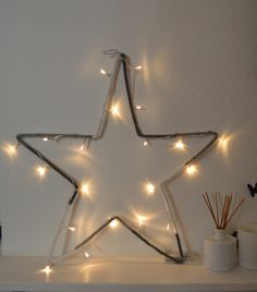 Veilleuse étoile en laine blanc / gris - guirlande lumineuse : Décoration pour enfants par lapetitelilloise Diwali Lights, Wood Flag, Xmas 2015, Party Lights, Christmas Inspiration, Winter Christmas, Handmade Christmas, Twinkle Twinkle, String Lights