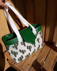 Barbara Emeric sur Instagram: [New bag !👜🧵 ] À votre avis, quelle est ma couleur préférée ? 😂🍀🧶 Simili cuir vert, jacquart cactus et sangle blanche à paillettes du…