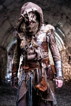 A Larp costume from Lucca Comics 2014 Post Apocalyptic Costume, Post Apocalyptic Fashion, Post Apocalyptic Clothing, Foto Fantasy, Dark Fantasy, Post Apocalypse, Fantasy Armor, Medieval Fantasy, Medieval Dress