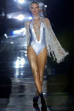 Julien Macdonald Spring 2004 Ready-to-Wear - Collection - Gallery - Style.com