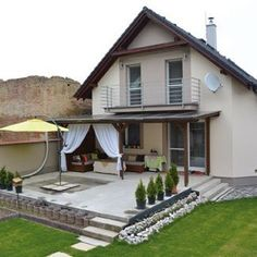 How to make a concrete terrace in front of the house Garden decor ideas Ho Front Porch Pergola, Pergola Attached To House, Rooftop Terrace Design, Balcony Design, Covered Patio Design, Garden Deco, Modern Patio, House With Porch, House Entrance