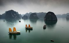 Ha Long Bay / Mark Keelan