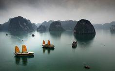 Ha Long Bay / Mark Keelan