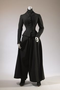 Bicycling ensemble, black wool, circa USA- This is perfect inspiration for a vintage carriage or sidesaddle outfit. 1880s Fashion, Edwardian Fashion, Vintage Fashion, Vintage Gowns, Mode Vintage, Vintage Outfits, Antique Clothing, Historical Clothing, Victorian Clothing Women