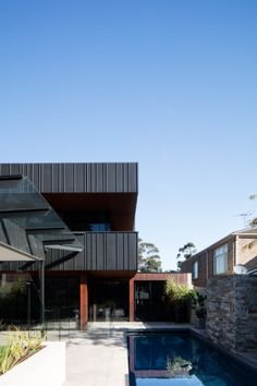 Strathmore Residence (Australia) by Finnis Architects Contractor : Design Classing Systems, Copyright : Finnis Architecture   #Architecture #Australia #AnthraZinc #Zinc #VMZINC #Façade #ContemporaryHouse #IndividualHousing #Project #Australia