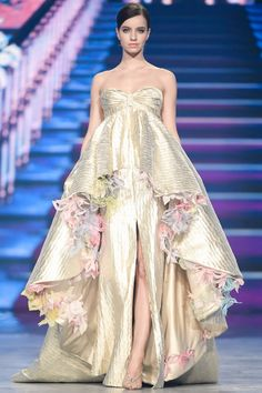 Valentin Yudashkin  #VogueRussia #couture #springsummer2018 #ValentinYudashkin #VogueCollections