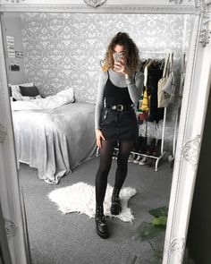 Grunge outfits for any season Grunge Outfits, Mode Outfits, Grunge Fashion, Trendy Outfits, Fall Outfits, Edgy Women's Fashion, Fashion Top, Fashion Fall, High Fashion