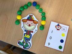 Triangle, Christmas Ornaments, Holiday Decor, Teacher, Thoughts, Google, Preschool Math, School Carnival, Lockers