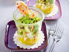 Unser beliebtes Rezept für Avocado-Mozzarella-Mango-Salat mit Hähnchenspieß (Das perfekte Dinner) und mehr als 55.000 weitere kostenlose Rezepte auf LECKER.de.