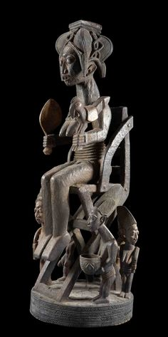 Africa   Statue 'Priestess with her entourage' from the workshop of Olowe von Ise from the Yoruba people of Nigeria   Likely to have been an altar figure.
