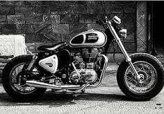 #royalenfield #bullet #classic #thunderbird #electra #caferacer #continentalgt #standard #himalayan #leh #ladakh #madelikegun #stayroyalliveenfield #stay_royal_live_enfield #srle A beautiful pic by @aimanverma
