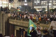 """No dia 3 de julho, a passarela esquerda da estação Corinthians/Itaquera do Metrô será palco de uma discussão sobre os rumos dos protestos em São Paulo. Com o nome de """"Debate Livre Leste"""", o encontro acontece a partir das 18h30."""