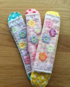 【水筒の肩当て+水筒カバーの作り方】紐の食い込み解消! – Handful[ハンドフル] Easy Projects, Deco, Baby Kids, Kindergarten, Textiles, Wool, Handmade, Instagram, Objects