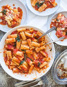 The name says it all doesnt it? This classic staple marinara recipe stars just six ingredients making it pretty much foolproof and absolutely delicious. Marinara Recipe, Marinara Sauce, Sauce Recipes, Pasta Recipes, Cooking Recipes, Food Categories, Recipe Categories, Italian Recipes, Italian Sauces