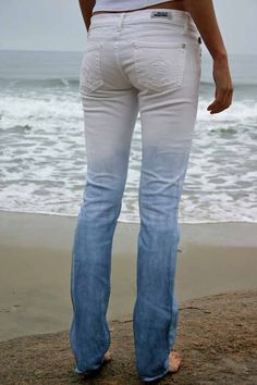 love this look- DIY ombre denim dye project Diy Clothing, Sewing Clothes, Altering Jeans, Ty Dye, Denim Dye, Bleached Jeans, Diy Shorts, Diy Mode, Do It Yourself Fashion