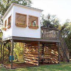 Backyard Fort, Backyard Playhouse, Backyard Playground, Backyard For Kids, Backyard Projects, Tree House Deck, Tree House Plans, Outside Living, Outdoor Living