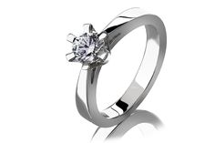 White gold ring with diamant