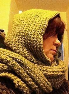 Dette tørklæde med indbygget hætte er lynhurtigt at strikke på tykke pinde og kan bruges med hætten oppe eller nede. Det er let at variere i længde og bredde, og man kan bruge alle typer tykt garn …
