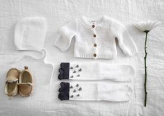 I'm so excited for another baby girl.  I can't even contain myself!!  #myhome #flatlay #willowstyleco #whiteonwhite #leedit #babyoutfits #babymoccasins #pretty #babyknits Design. Inspired.