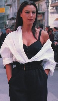 look Monica Bellucci - Look Fashion, 90s Fashion, Fashion Models, Vintage Fashion, Fashion Outfits, Fashion Trends, Couture Fashion, Fashion Women, Fashion Tips