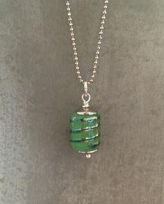 Klein maar fijn. #green #lampwork #jewelry #beads #pkkreatief