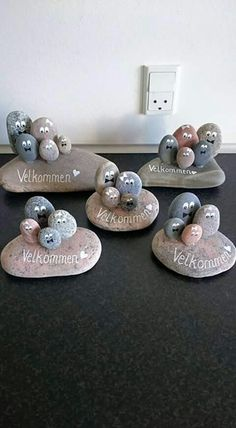 These are my robin pebble art log sl. These are my robin pebble art log sl. Stone Crafts, Rock Crafts, Diy And Crafts, Crafts For Kids, Arts And Crafts, Preschool Crafts, Pebble Painting, Pebble Art, Stone Painting
