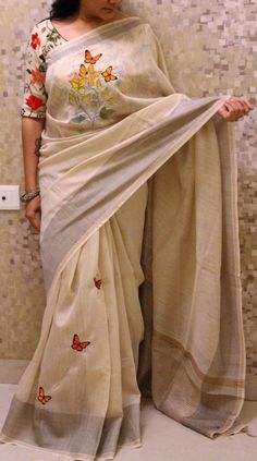 Designer cream lenin saree with beautiful butterfly shaded tree embroidery and jari with black lines pallu and blouse gives different look to the saree Saree Blouse Patterns, Sari Blouse Designs, Fancy Blouse Designs, Saree Painting Designs, Hand Painted Sarees, Kalamkari Saree, Silk Sarees, Trendy Sarees, Saree Trends
