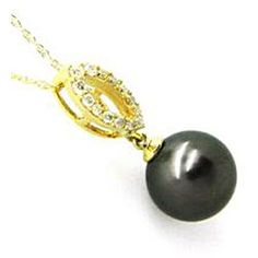 black pearl and diamonds necklace in yellow gold