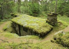 In the early 1800s a man named Little Jon lived in this so called earth cabin (swe. 'backstuga') located in southern Småland, Sweden. An earthen cabin is built partially buried in the ground, in this case there's three walls of stone and one wall made of wood. In Sweden earthen cabins was common in the forests from the 1600s until the late 1800s