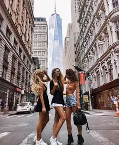 Traveling with best friends city bff picture ideas bffs, bestfriends, photography lighting, coffee Bff Pics, Bff Pictures, Best Friend Pictures, Friend Photos, Fashion In, Fasion, Street Fashion, Travel Fashion, Fashion Moda