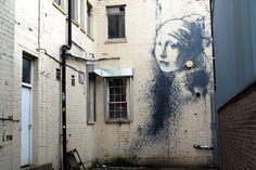 follow-the-colours-cidades-incriveis-arte-urbana-street-art-europa-banksy-shutterstock_385342453