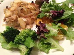 Apple and Onion Pork Chops Paleo Recipes, Dinner Recipes, Cooking Recipes, Paleo Meals, Cooking Ideas, Healthy Meals, Yummy Recipes, Yummy Food, Healthy Dishes