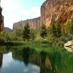 El Charco Azul, Chulilla (Valencia) Alicante, Valencia Spain, Swimming Holes, Cadiz, Andalusia, Future Travel, Spain Travel, Where To Go, Trip Planning