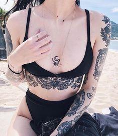 Wolf Tattoo Geometrisch - Music Tattoo For Girls - Geometric Neck Tattoo - Thick Thigh Tattoo Sexy Tattoos, Cute Tattoos, Beautiful Tattoos, Body Art Tattoos, Small Tattoos, Tattoos For Women, Sleeve Tattoos, Stomach Tattoos Women, Arabic Tattoos