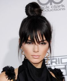 Get top knot and bun hairstyle inspiration on Grazia Daily – celebrity topknot hairstyle pictures and ideas. Including Hailey Baldwin, Gigi Hadid and Kendall Jenner top knot hairstyles. Pony Hairstyles, Bun Hairstyles For Long Hair, Celebrity Hairstyles, Black Women Hairstyles, Hair Dos, Trendy Hairstyles, Wedding Hairstyles, Buns For Long Hair, Hairstyles Pictures